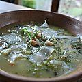 Soupe claire aux poireaux, champignons et pois chiches
