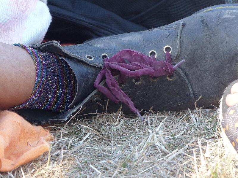 festival-john-beauregard-2018-calvados-chaussures-chaussettes-paillettes