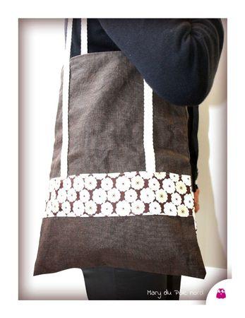 IMG_0234-mary-du-pole-nord-owly-mary-tote-bag-sac-cabas-lin-enduit-chocolat-marron-liberty-of-london-fleur-marron-toria-sangle-tresse