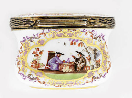 A_silver_gilt_mounted_oval_snuff_box__19th_centuryA_silver_gilt_mounted_oval_snuff_box__19th_century5
