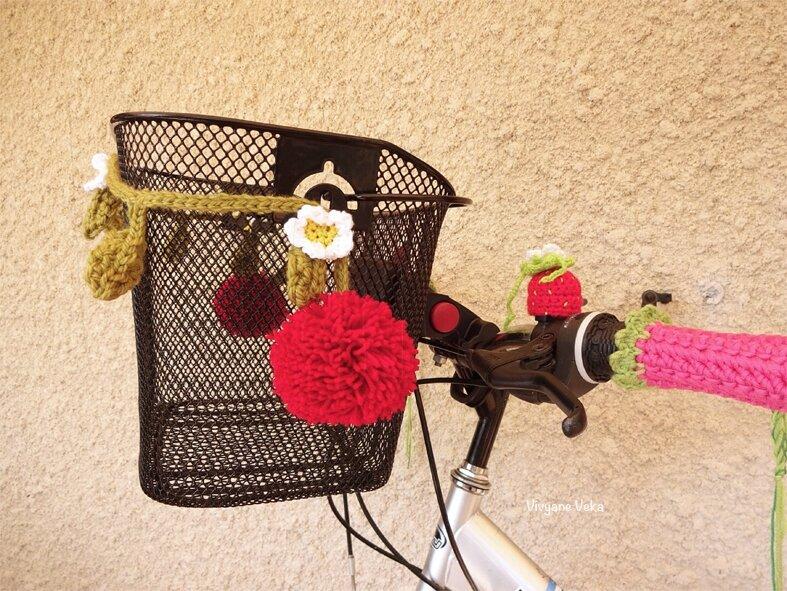 Panier-de-vélo-décoré-au-crochet-Vivyane-Veka