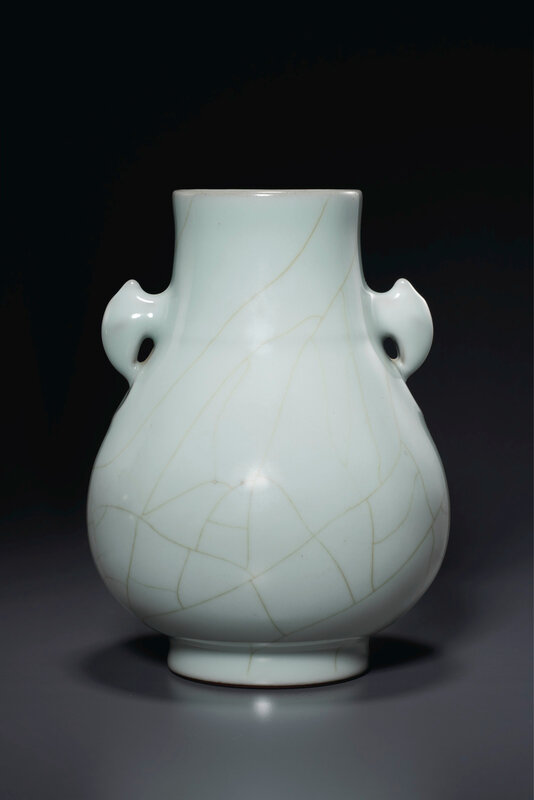 2020_NYR_19038_0818_001(a_guan-type_hu-form_vase_china_qing_dynasty_qianlong_six-character_sea024744)