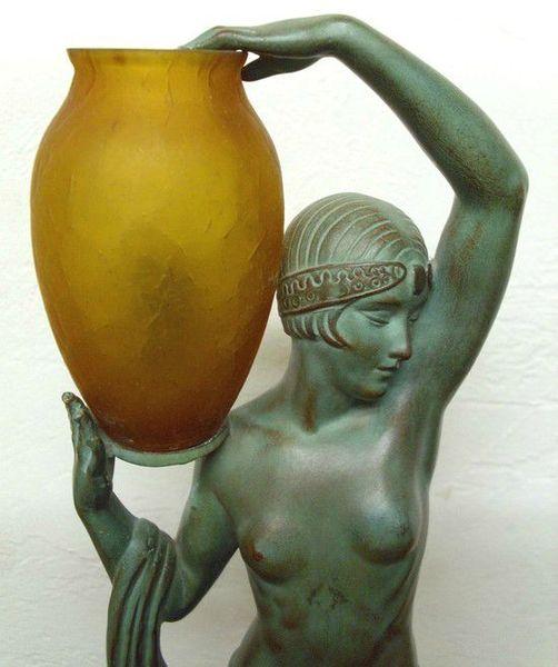art deco statuette cruche