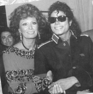 Michael-And-Sophia-Loren-michael-jackson-35321080-393-399