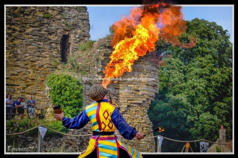 cracheur de feu cie capalle fête médiévale du Château de Talmont en Vendée (3)