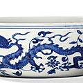 A blue and white 'dragon and phoenix' bowl