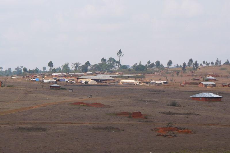au loin, Minembwe centre...