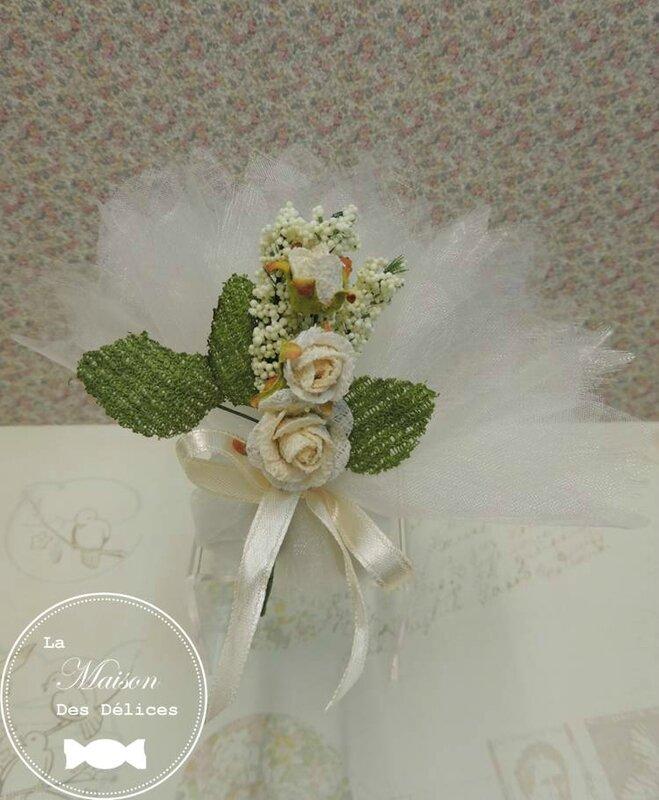 piquet blanc fleur rose decoration tulle pochon ballotin dragees mariage bapteme accessoire sujet deco