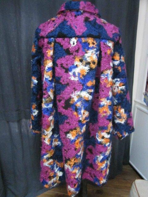 Manteau AGLAE en lainage polyester multicolore sur fond noir (9)