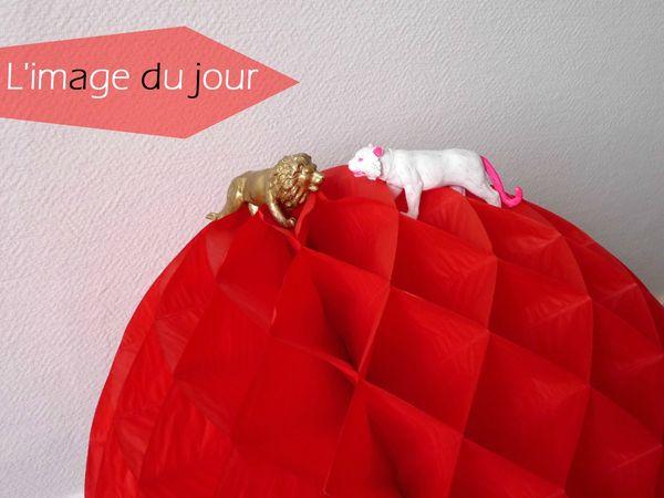 lion-lionne-boule-papier-rouge-jpg