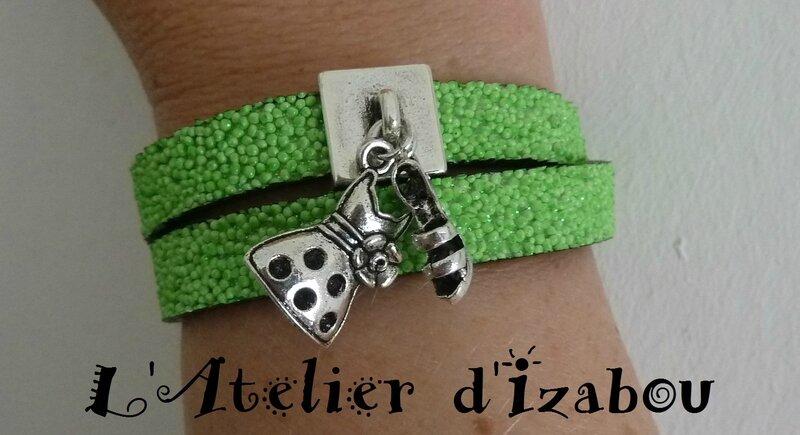 P1130668 Bracelet vert fluo cuir caviar pailleté double tour et breloques robe d'été et escarpin haut talon, fermoir aimanté