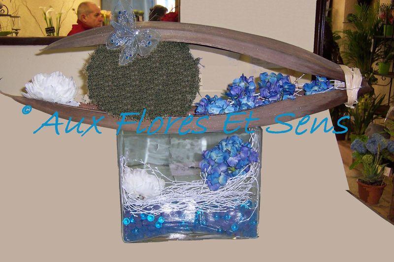 Composition moderne fleurs artificielles bleues