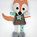Doudou renard gris bleu orange