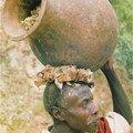 Rwandais et sa poterie