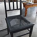 Chaise anthracite. pied droit rayé. 45 euros