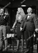 Jerry_Hall-1990-02-01-london-lyric_theatre-Bus_Stop-on_stage-1-3
