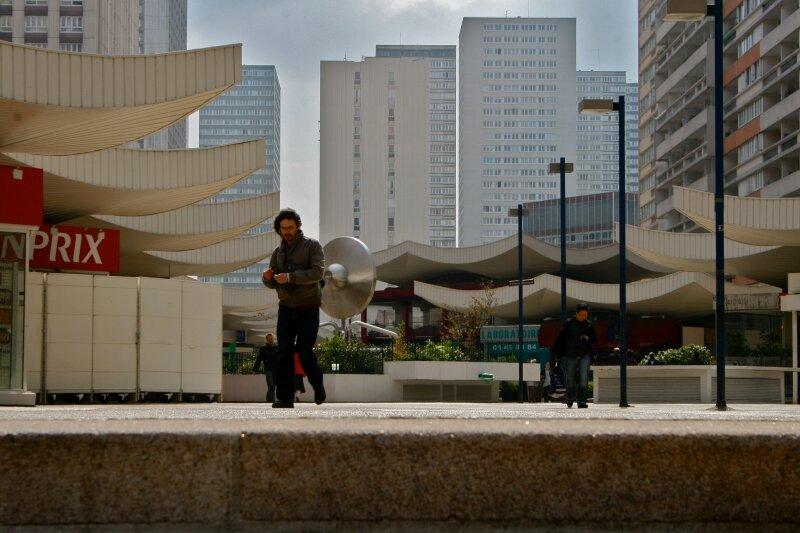 Sur l'esplanade des Olympiades.