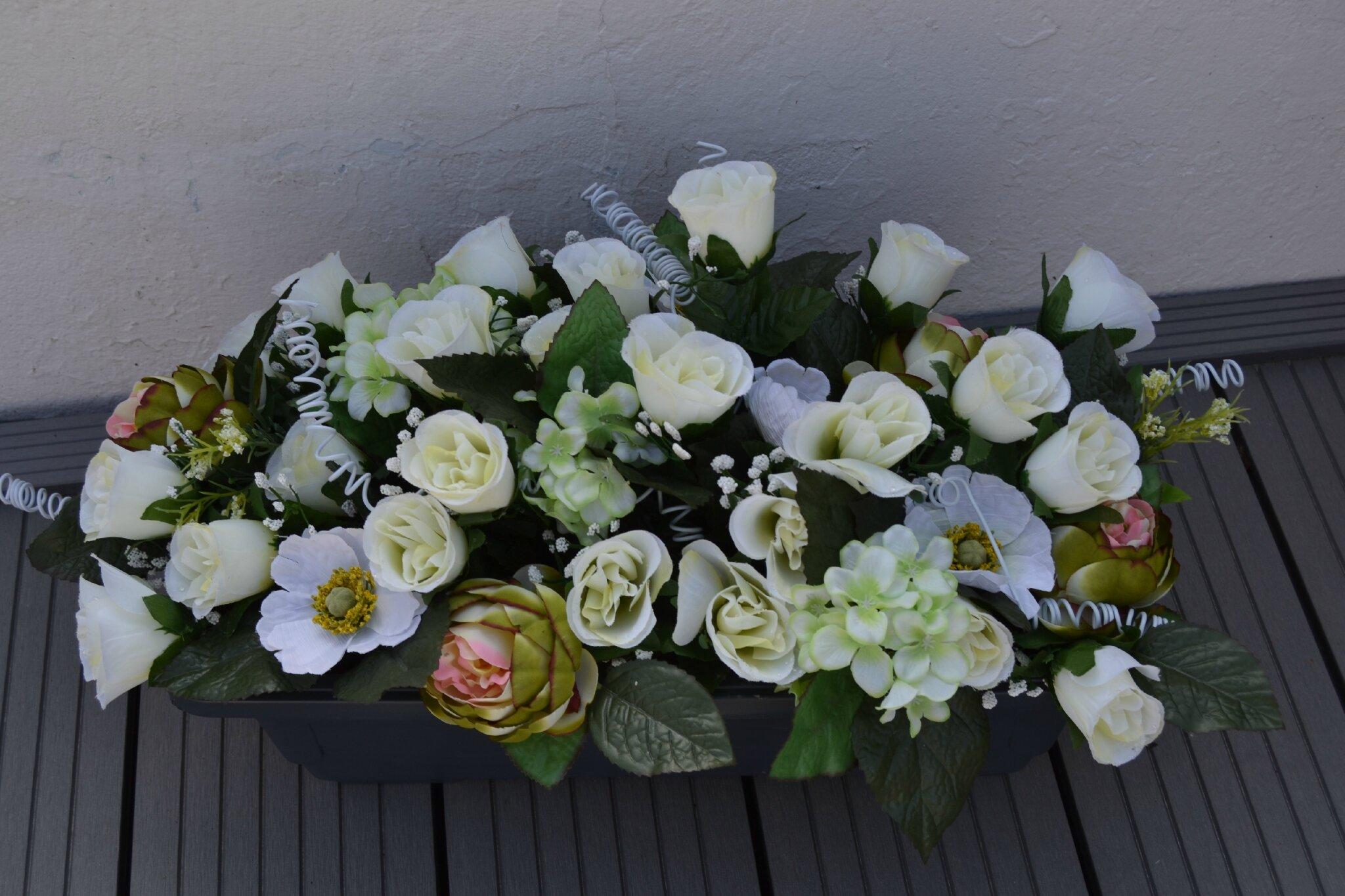 jardinière de fleurs artificielles pour le cimetière, faites