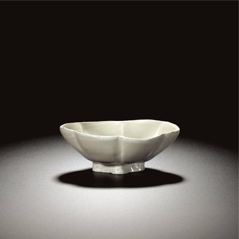 A rare white stoneware lobed oval bowl, Tang dynasty