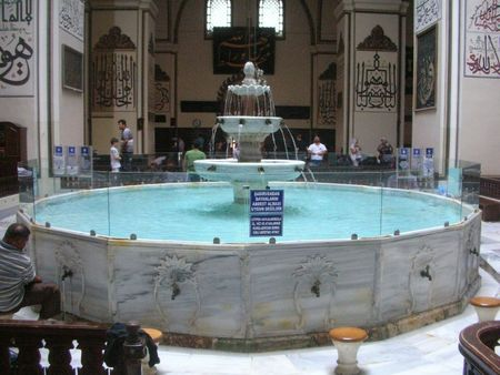Ulu Cami, fontaine aux ablutions