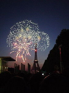 250px_14_July_fireworks_in_Paris