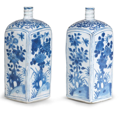 A pair of blue and white square bottle vases, Ming dynasty, Wanli period (1573-1620)