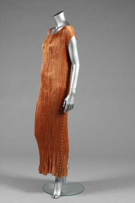 A Mariano Fortuny copper silk Delphos gown, circa 1920-30 4