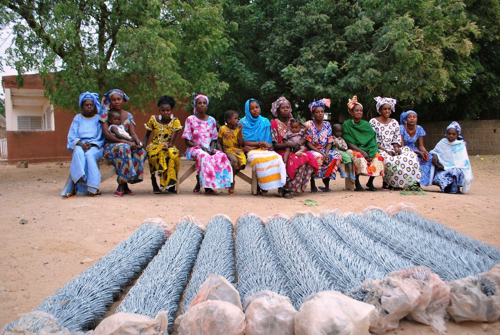 Présentation du grillage aux femmes de Gawdé Bofé - Février 2012