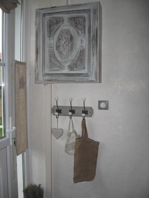 voici mon entr e la petite armoire c 39 est le un air d antan. Black Bedroom Furniture Sets. Home Design Ideas