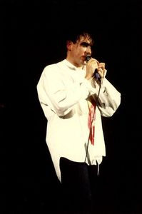 1987_11_The_Cure_POP_Bercy_06
