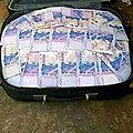 Valise magique d'argent en euros, en dollars et en fcfa