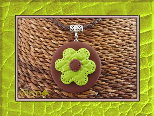 Collier fleur anis imitation cuir (N)