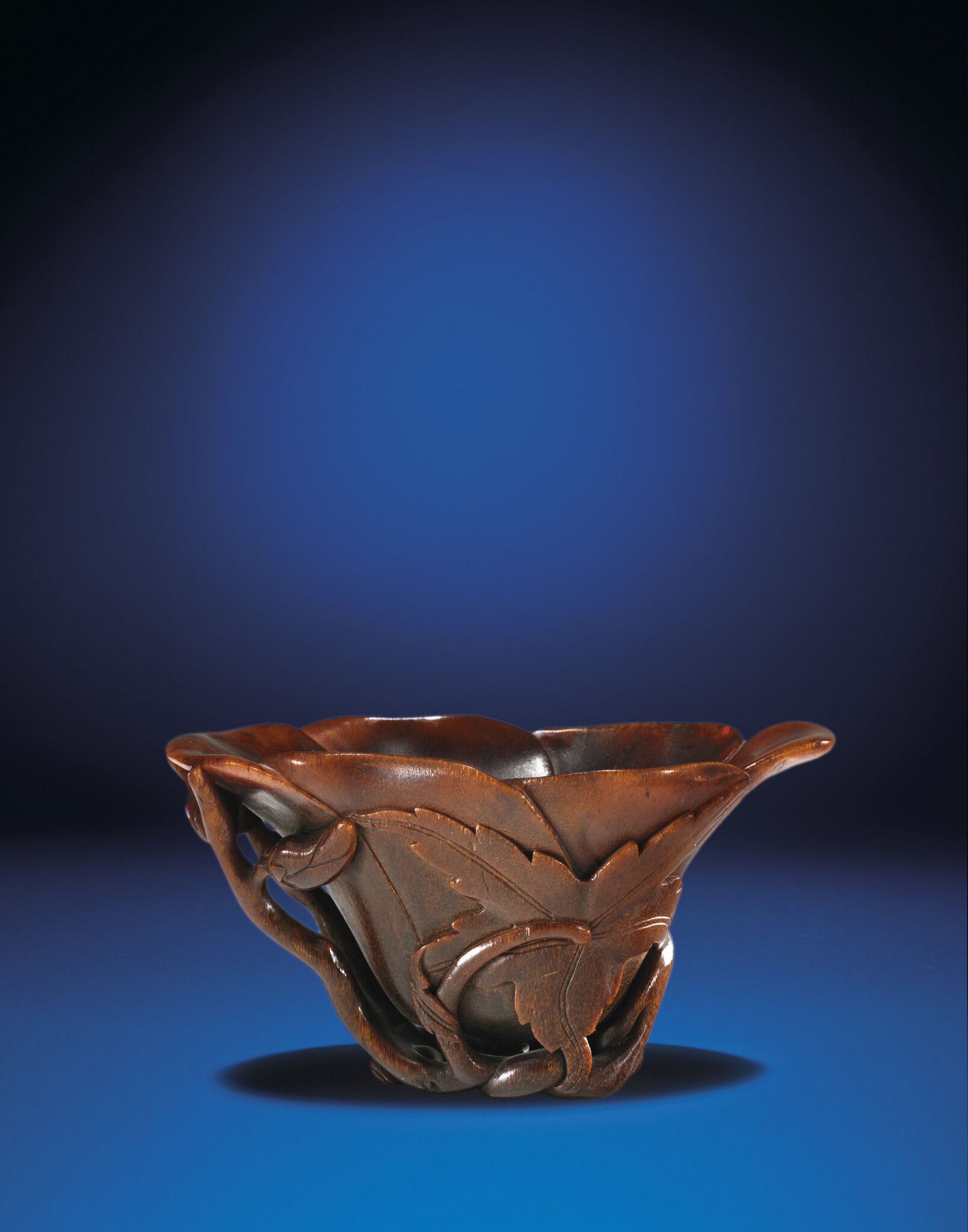 2012_HGK_02963_2173_000(a_carved_rhinoceros_horn_floral-form_libation_cup_qing_dynasty_18th_ce)