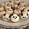 Les pandacarons {macarons en forme de pandas au cassis }