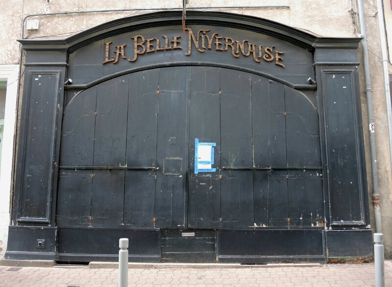 Nevers, rue Saint Etienne, commerce (58)