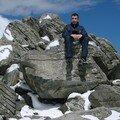 2008 04 14 Cyril sur un rocher au Pic du Lizieux