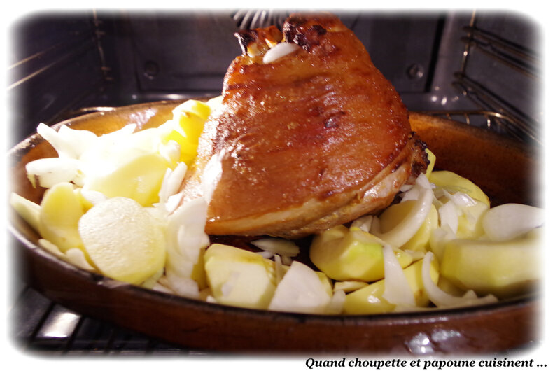 jambonneau à la moutarde pommes et pommes de terre-8432