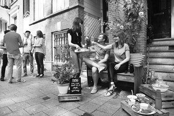 et-si-a-paris-on-installait-des-bancs-collectifs-comme-a-amsterdam,M215367
