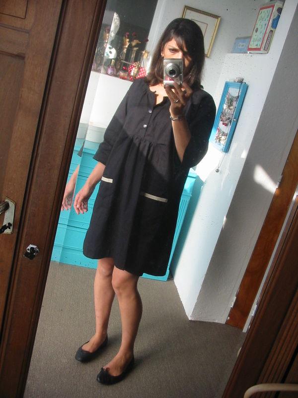 robe G en popeline noire et galon vieil or