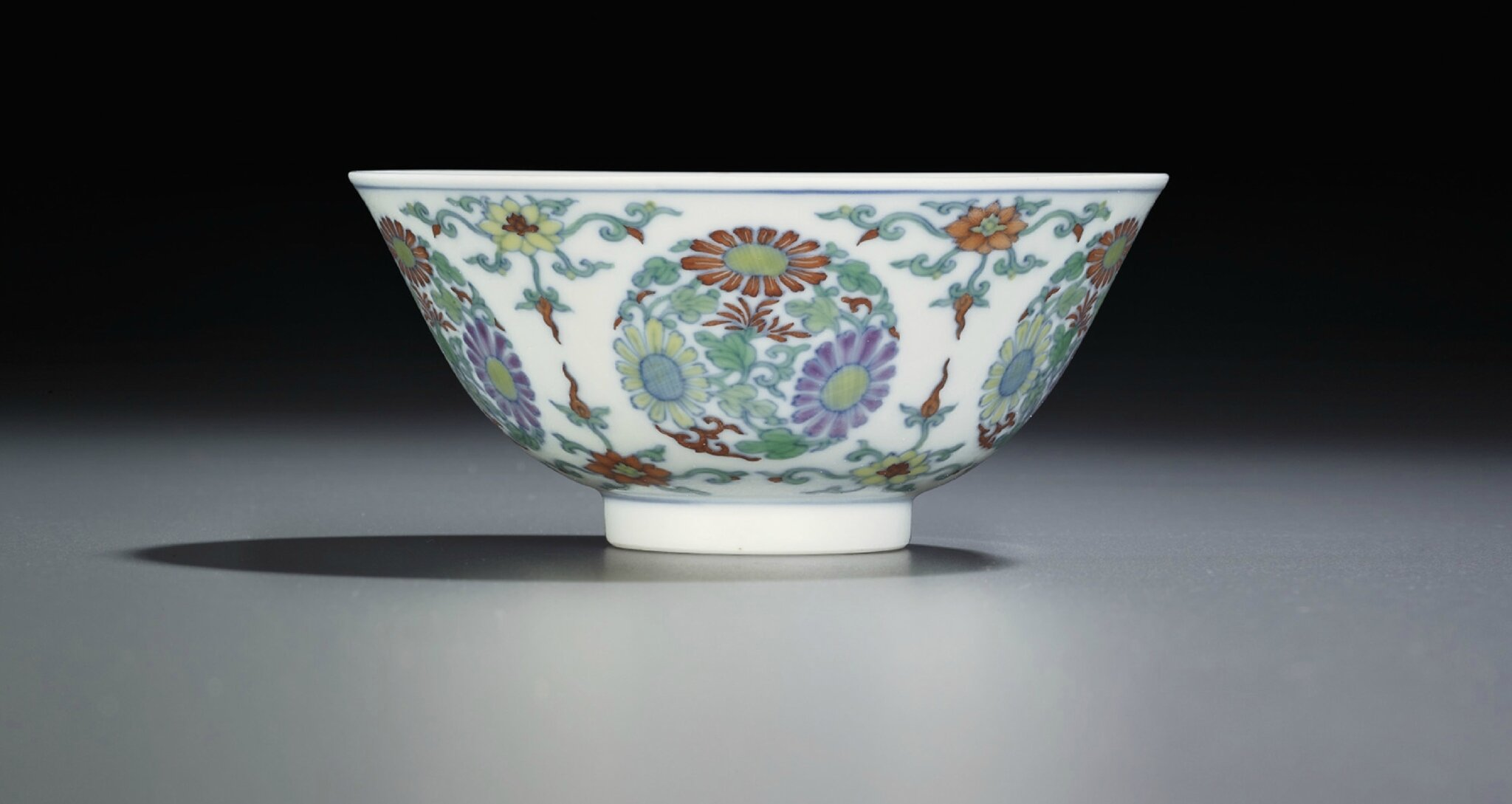 A doucai 'chrysanthemum medallion' bowl, Yongzheng six-character mark within double circles and of the period (1723-1735)
