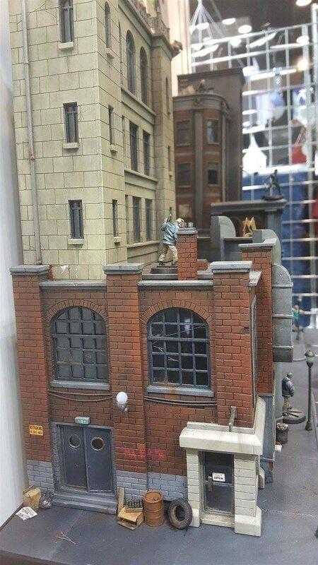 diorama gotham city monolith batman remi bostal (10)