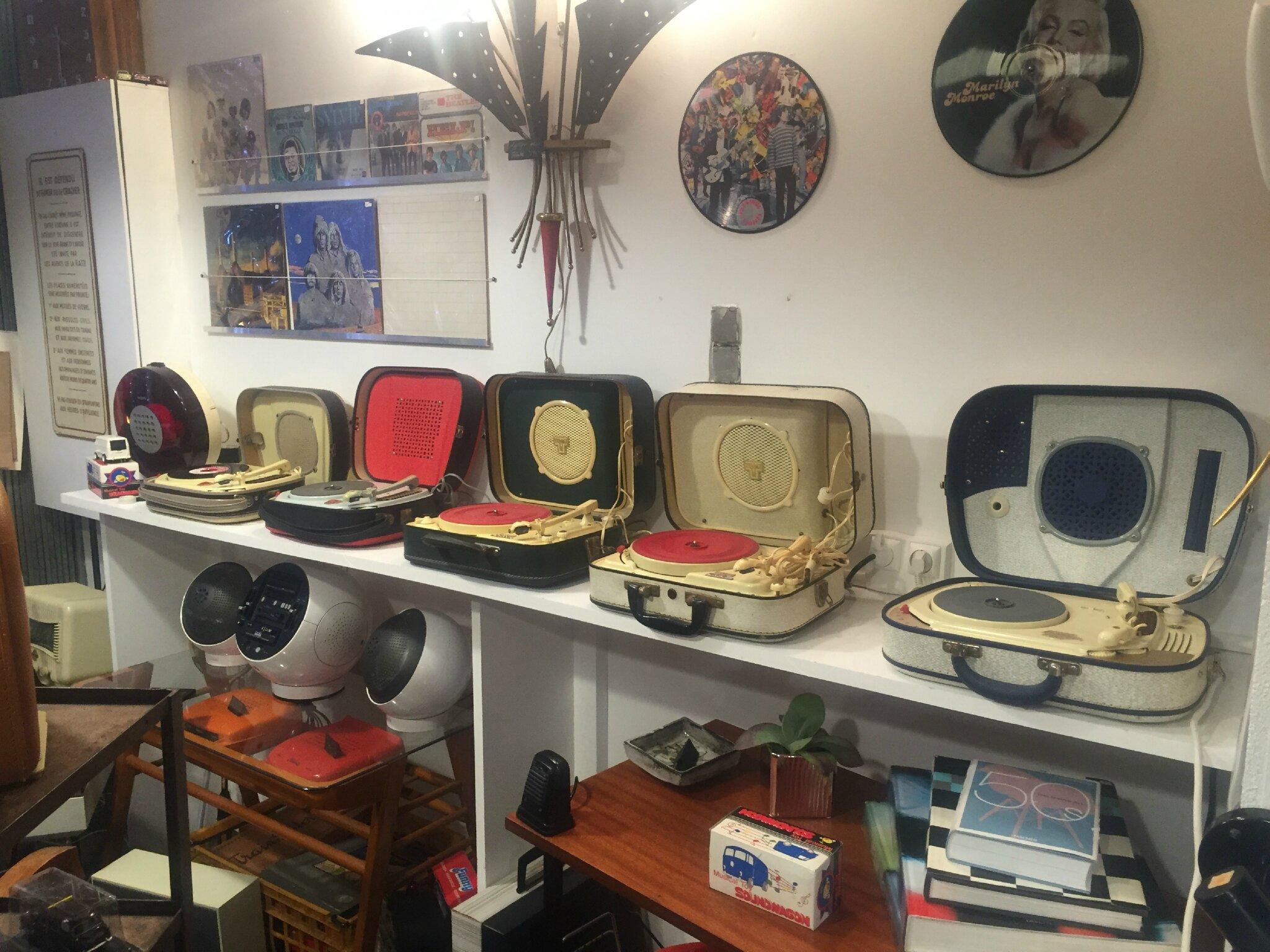 Pourquoi choisir un tourne disque vintage à lampes