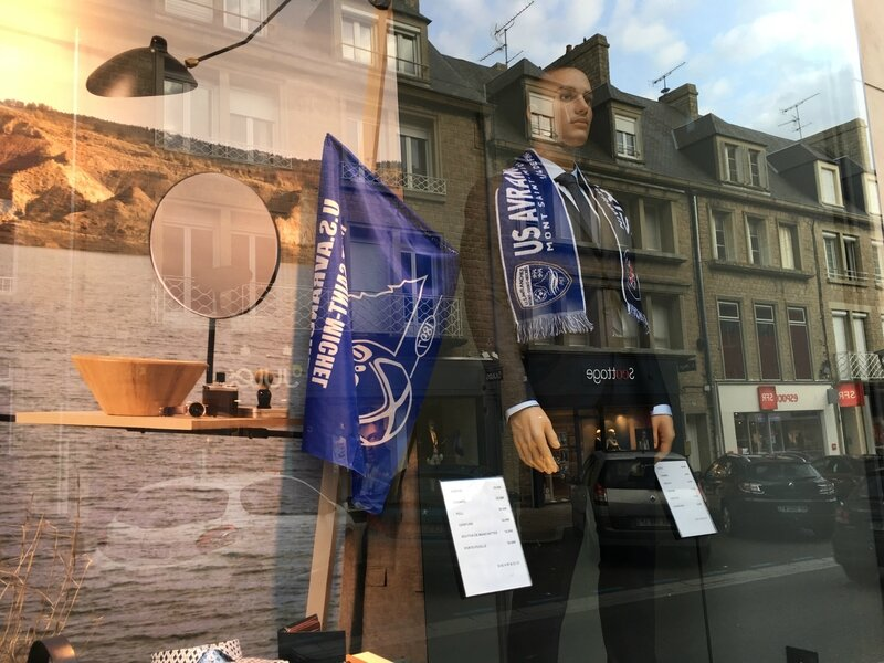 Coupe de France football Avranches 2016 2017 commerce vitrine