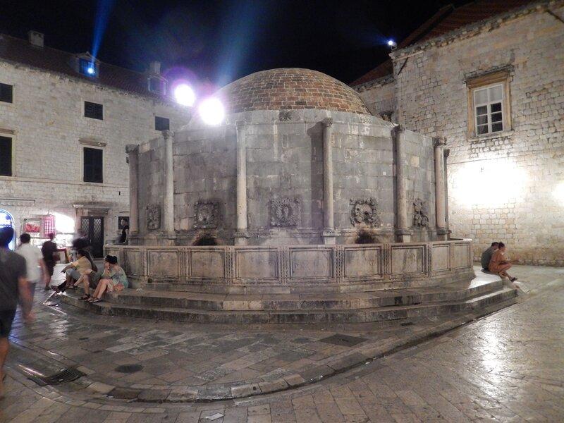 Dubrovnik, la grande fontaine d'Onofrio, 3 août 2013