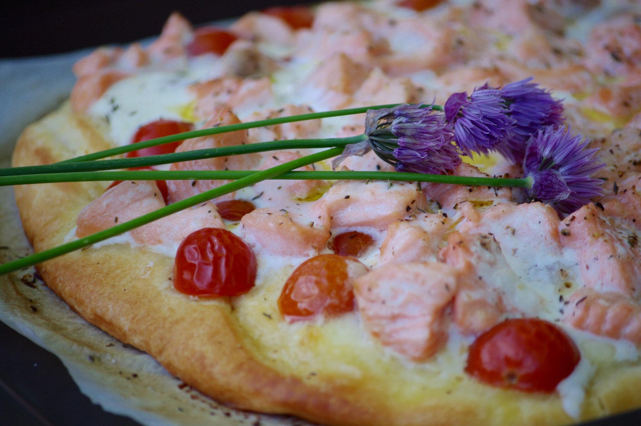 Pizza au saumon et à la mozzarella