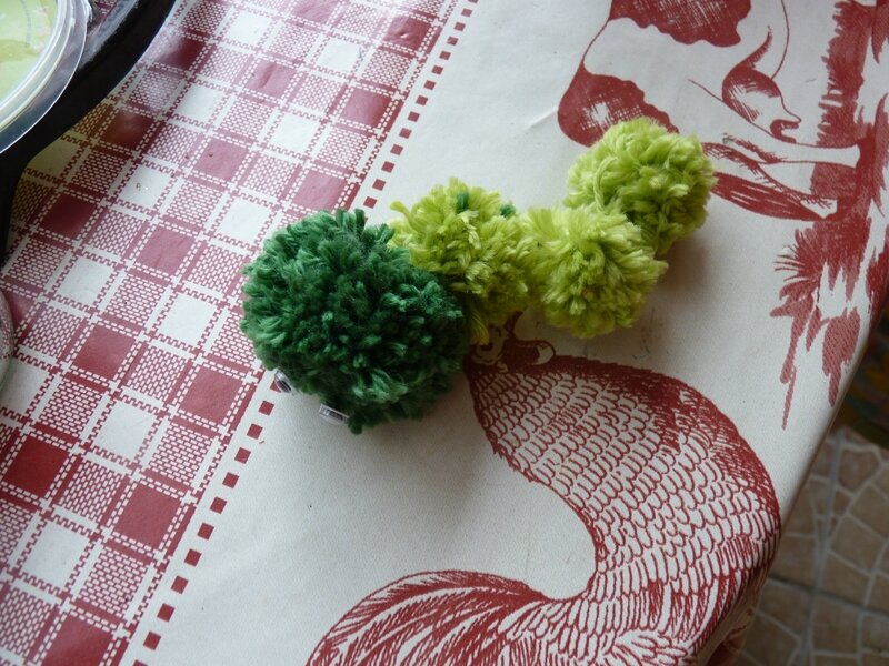 Chenille pompons (3)