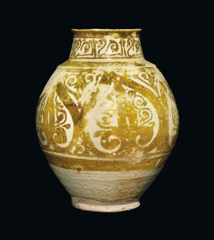 2013_CKS_01117_0084_000(a_rare_and_intact_fatimid_lustre_jar_egypt_10th_11th_century)