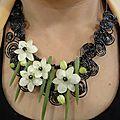 Collier mixte fleurs et fil à bijoux