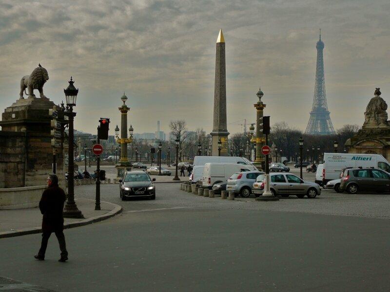 Sur la place de la Concorde.