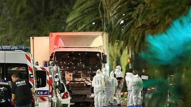 attentat-nice-direct-80-morts-hollande-prolonge-letat-durgence_0